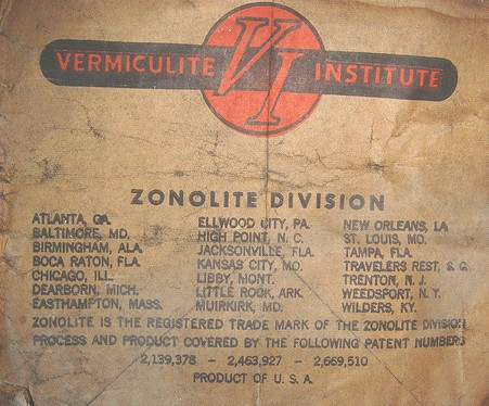 Asbestos vermiculite photocredit asbestorama leveling of poured vermiculite attic insulation solutioingenieria Gallery